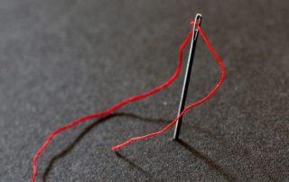 Гадание на иголке с ниткой