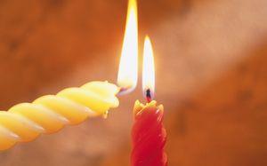 Белый приворот на скрученные свечи