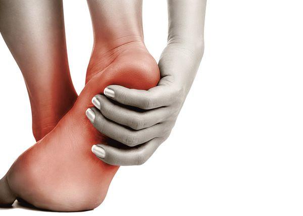 Чешется правая нога у женщины
