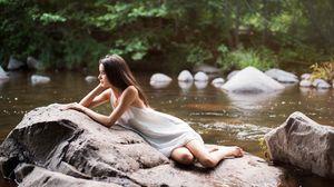 К чему снится река женщине