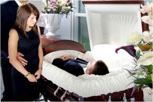 К чему снится родственник в гробу