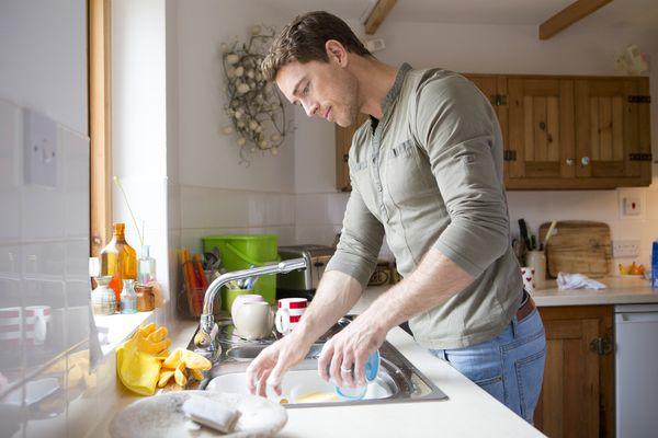 Мать посуду для мужчины