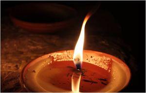 На свече с водой