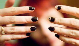 Облезший лак на ногтях