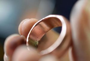Обручальное кольцо снится неженатому