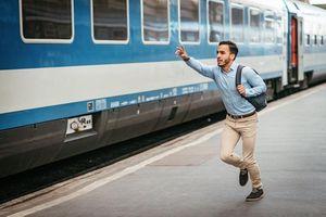 Отстать от поезда во сне