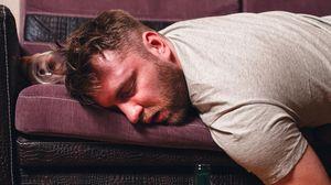 Пьяный муж во сне