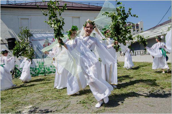 Традиции празднования дня святого духа