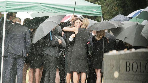 дождь на похоронах