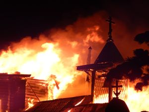 горящая церковь