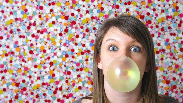 конфеты и жвачки