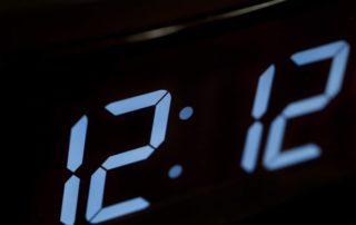 одинаковые цифры на часах