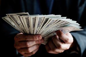 раздавать банкноты во сне