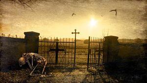 снится кладбище вечером