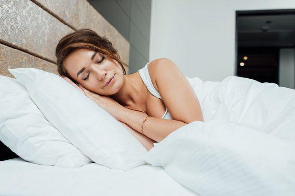 спать на двух подушках