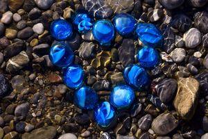 вода и камешки