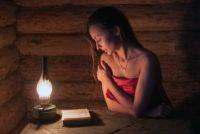 Сильные заговоры от порчи и сглаза - читать в домашних условиях